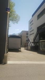 スイス インターラーケン 駅前の路地 山岳部 入り口の写真素材 [FYI02979896]
