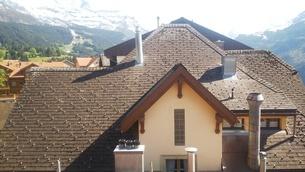 スイス ヴェンゲン 屋根裏からの風景 2の写真素材 [FYI02979899]