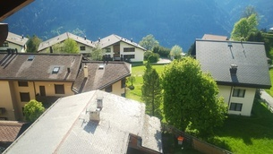 スイス ヴェンゲン 屋根裏部屋からの風景 2の写真素材 [FYI02979901]