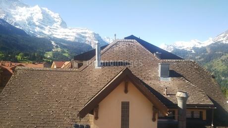 スイス ヴェンゲン 屋根裏部屋からの風景 4の写真素材 [FYI02979907]