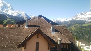 スイス ヴェンゲン 屋根裏部屋からの風景 5の写真素材 [FYI02979908]