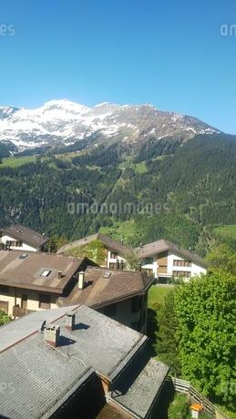 スイス ヴェンゲン 屋根裏部屋からの風景 6の写真素材 [FYI02979911]