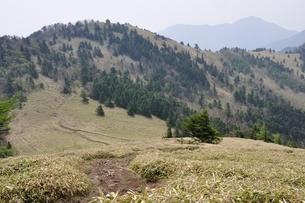菩薩嶺 熊沢山より石丸峠の写真素材 [FYI02980106]
