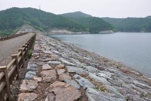 上日川ダムの写真素材 [FYI02980237]