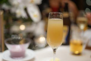 白ワインのイメージの写真素材 [FYI02980435]