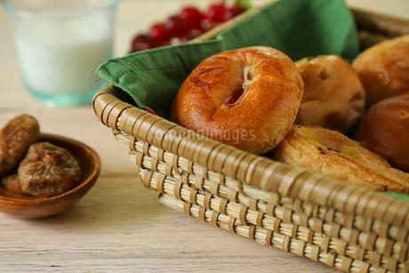 いろいろな調理パンの写真素材 [FYI02980591]