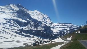 スイス ユングフラウ地方 クライネシャイディック~ヴェンゲンアルプ ハイキングコース 5の写真素材 [FYI02980669]