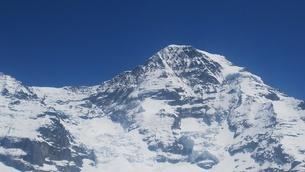 スイス ユングフラウ地方 クライネシャイディック~ヴェンゲンアルプ ハイキングコース 13の写真素材 [FYI02980677]