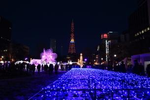 札幌市 大通公園、イルミネーションの風景 の写真素材 [FYI02980691]