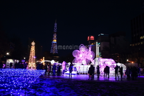 札幌市 大通公園、イルミネーションの風景 の写真素材 [FYI02980702]