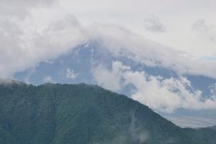 雲被る富士山の写真素材 [FYI02981115]
