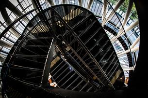 螺旋階段のイメージの写真素材 [FYI02981211]