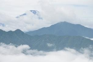 雲被る富士山の写真素材 [FYI02981269]