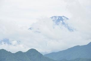 雲被る富士山の写真素材 [FYI02981271]