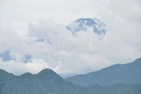 雲被る富士山の写真素材 [FYI02981273]