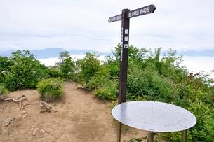 今倉山の赤岩山頂の写真素材 [FYI02981292]