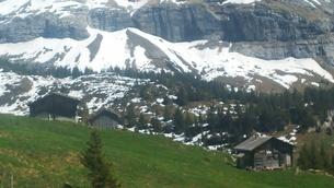 スイス ユングフラウ地方 クライネシャイディック~ヴェンゲンアルプ ハイキングコース 27の写真素材 [FYI02981314]