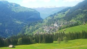スイス ユングフラウ地方 ヴェンゲンアルプ~ウェンゲン 4の写真素材 [FYI02981323]
