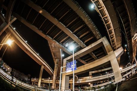 首都高速湾岸線・大黒ジャンクション(横浜市鶴見区)の写真素材 [FYI02981338]