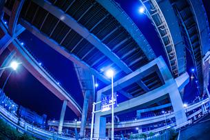 首都高速湾岸線・大黒ジャンクション(横浜市鶴見区)の写真素材 [FYI02981341]