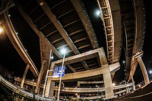 首都高速湾岸線・大黒ジャンクション(横浜市鶴見区)の写真素材 [FYI02981344]