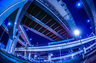 首都高速湾岸線・大黒ジャンクション(横浜市鶴見区)の写真素材 [FYI02981349]