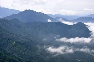 今倉山の松山から望む杓子山の写真素材 [FYI02981765]