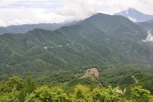 今倉山の松山から望む富士山の写真素材 [FYI02981775]