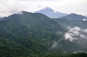 今倉山 松山から望む富士山の写真素材 [FYI02981784]