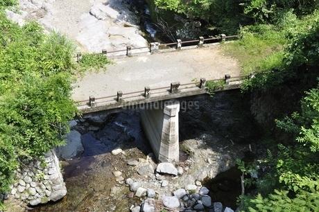 早戸川 湖に沈んだ橋の写真素材 [FYI02981864]
