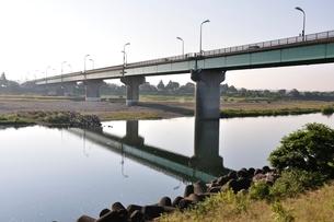 相模川に架かる橋 座架依橋の写真素材 [FYI02982042]
