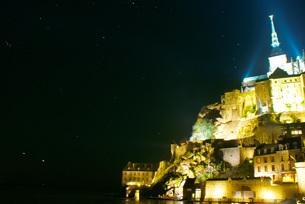 モン・サン・ミッシェルの夜景の写真素材 [FYI02982097]