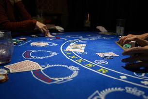 カジノのポーカーイメージ(テキサスホールデム)の写真素材 [FYI02982127]