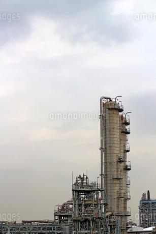 京浜工業地帯の川崎にある石油精製プラントの風景の写真素材 [FYI02982484]
