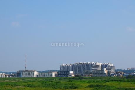 青空の下に広がる街の写真素材 [FYI02982754]