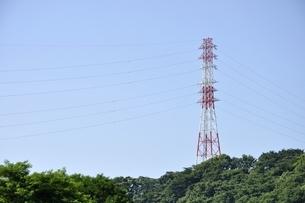 紅白の鉄塔の写真素材 [FYI02983180]
