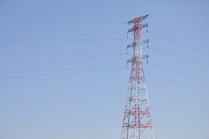 紅白の鉄塔の写真素材 [FYI02983183]