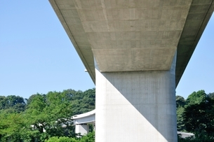 建設中の高速道路のインターチェンジの写真素材 [FYI02983210]