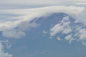 雲間の富士山の写真素材 [FYI02983505]