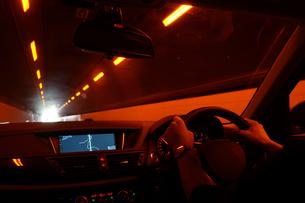 自動車運転イメージの写真素材 [FYI02983527]