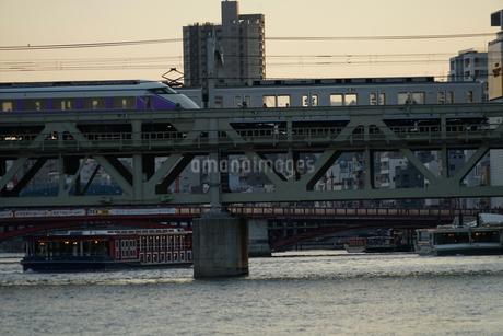 東武伊勢崎線から見える隅田川の写真素材 [FYI02983619]