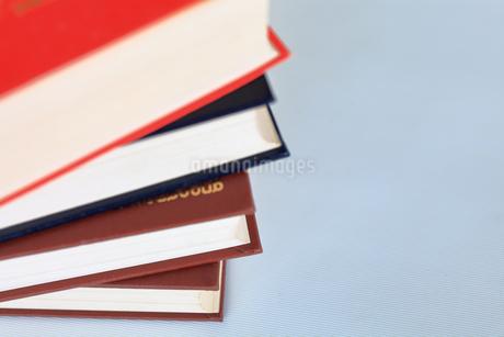 分厚い本の写真素材 [FYI02984035]