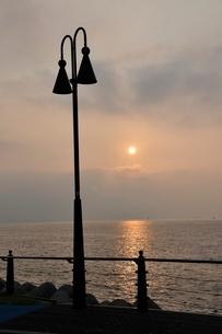 東京湾の朝日の写真素材 [FYI02984073]