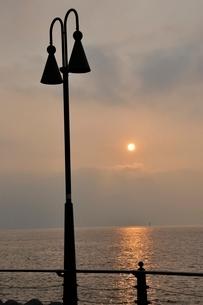 東京湾の朝日の写真素材 [FYI02984074]