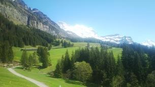 スイス ユングフラウ地方 ヴェンゲンアルプ~ウェンゲン 9   ハイキングコースの写真素材 [FYI02984215]