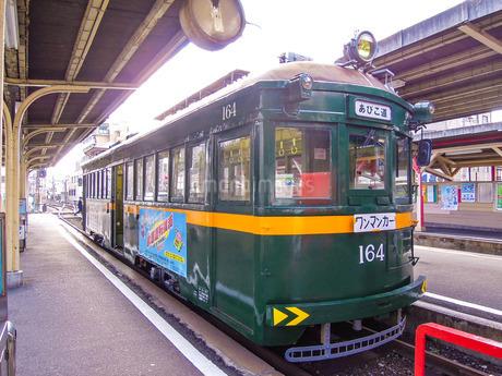恵美須町駅の阪堺電車の写真素材 [FYI02984304]