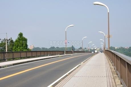相模川に架かる橋 座架依橋の写真素材 [FYI02984465]
