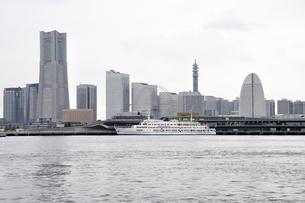 横浜みなとみらい21と新港埠頭の写真素材 [FYI02984943]