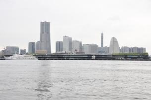 横浜みなとみらい21と新港埠頭の写真素材 [FYI02984947]