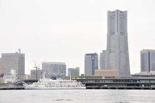 横浜みなとみらい21と新港埠頭の写真素材 [FYI02984948]